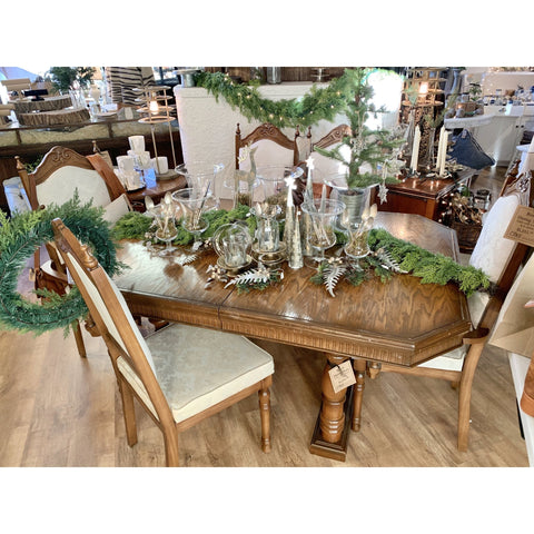 Royal Dining Suite - Lady of the Lake