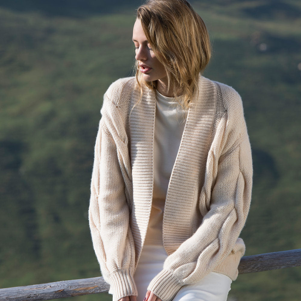Laden Sie das Bild in den Galerie-Viewer, Liapure Atelier Cashmere Cable Knit
