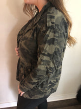 Load image into Gallery viewer, Camo Lightweight Jacket
