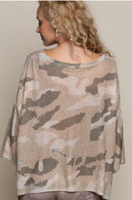 Load image into Gallery viewer, Lightweight Camo Pullover Sweater