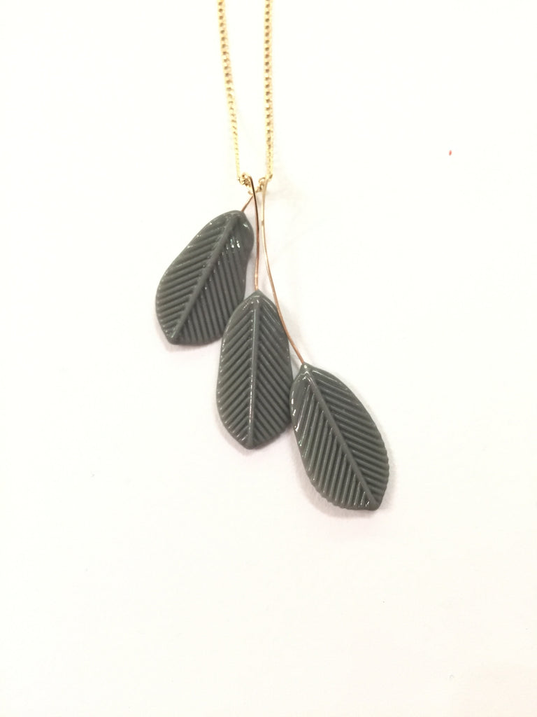 Triple Feather Necklace in Goldfill