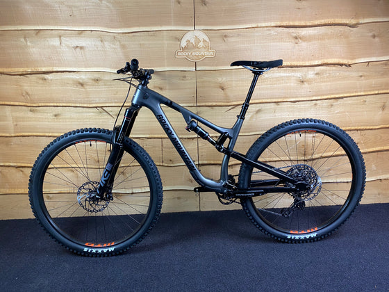 Ex-Demo 2020 Instinct Carbon Custom