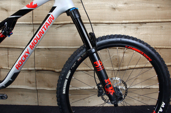 Ex-Demo 2018 Altitude Carbon 50 (Black / Red / Silver)