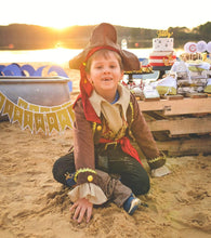 Load image into Gallery viewer, CAPTAIN SEA GOLD PARTY COLLECTION PIRATE PARTY IN A BOX - THE LUXE