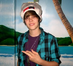 Canadian superstar Justin Bieber loves his Pook Toque!