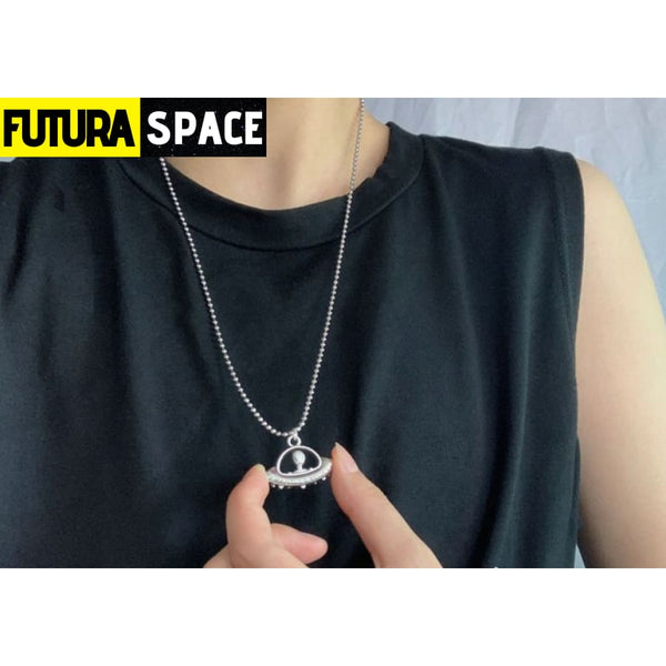 ALIEN SPACESHIP PENDANT - 200000162