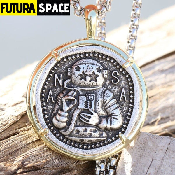 ASTRONAUT NECKLACE - 200000162