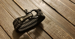 550lb Paracord/Parachute Cord Survival Bracelet with Stainless Steel Black Bow Shackle