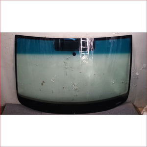 VW Touran with Mirror Patch 04-11 Windscreen - Windscreen