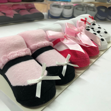 Load image into Gallery viewer, Baby Girl Booties ( Ribbons )