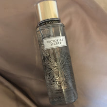 Load image into Gallery viewer, Victoria's Secret Crushed Petal Mist 250 ml
