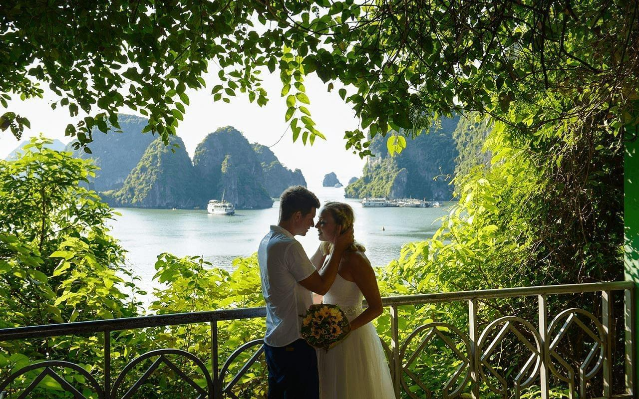 Couples Bucket Lists - The most romantic things in Halong Bay