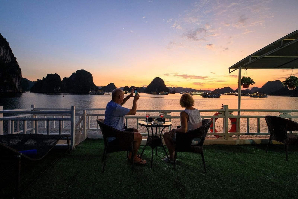 Enjoying the best Coffee Houses and Bars in Ha Long Bay