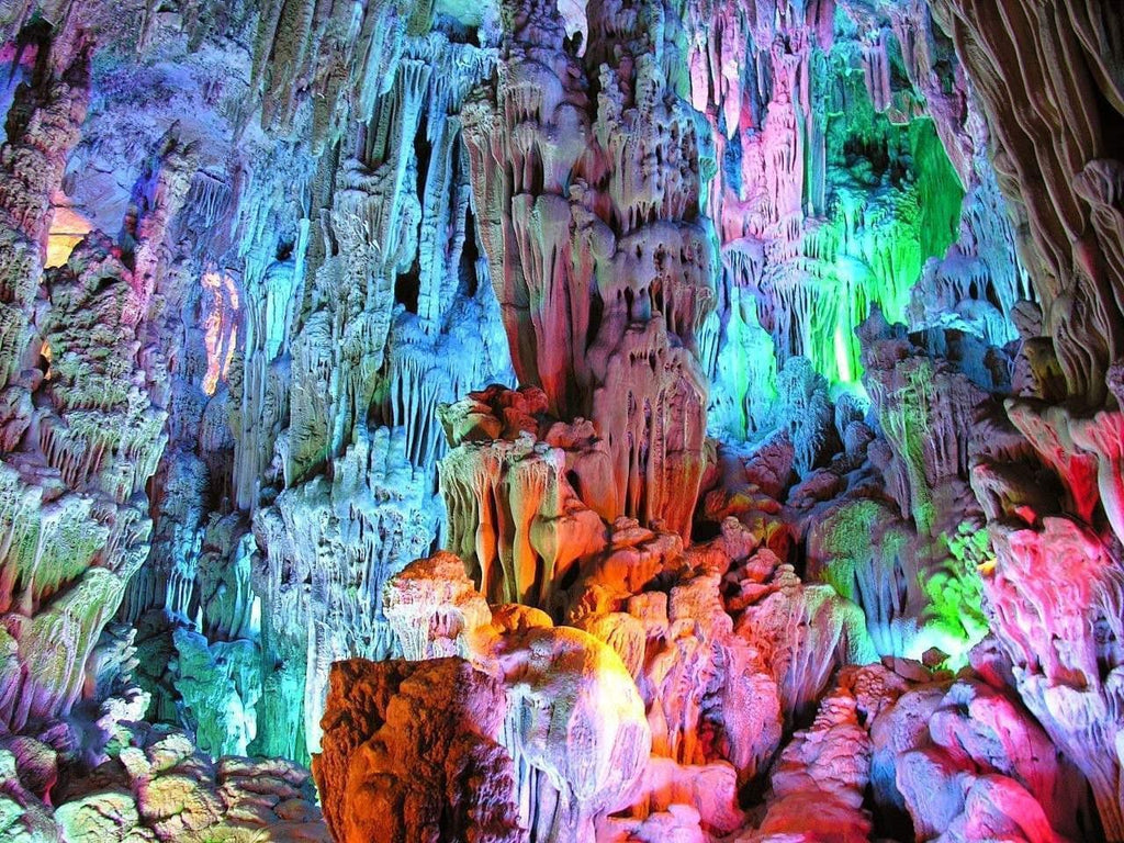Exploring the incredible caves and caverns in Ha Long by season