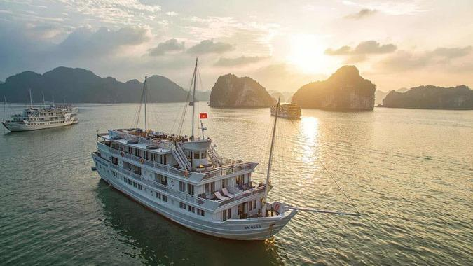 Reasons to book Paradise Elegance Cruise when traveling to Halong bay