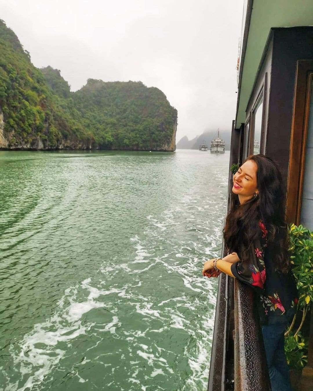 Top 10 things on the checklist of what to pack for Halong cruise