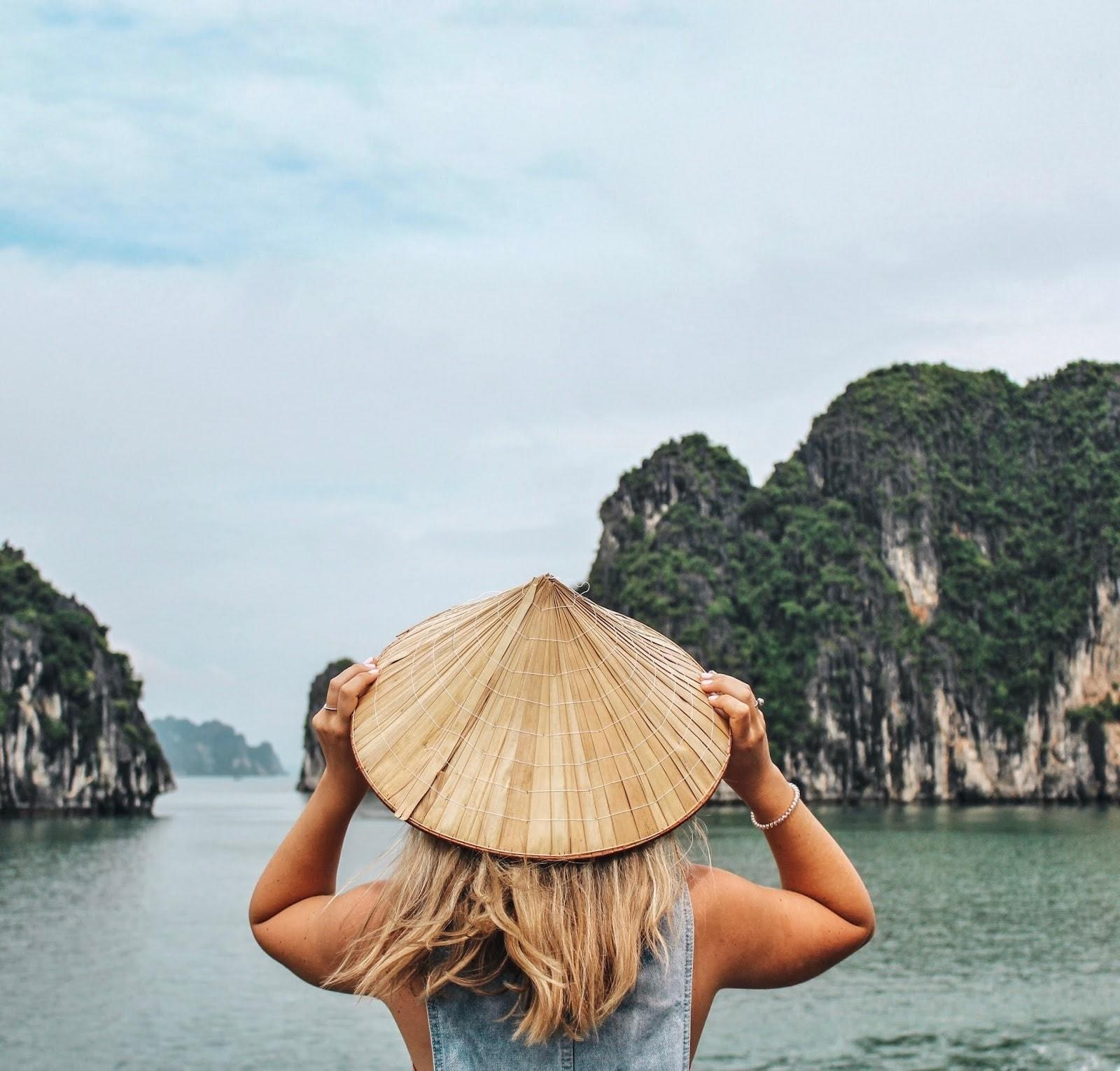 What is the best way to visit Halong Bay by kinds of travel