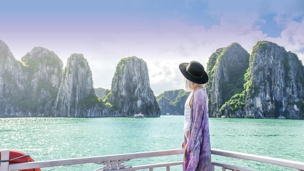 Why Halong Bay cruises for solo travellers are one of a kind?