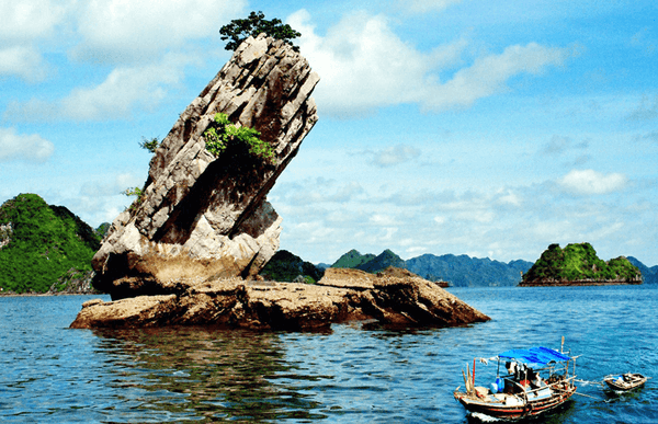 islets in Halong Bay