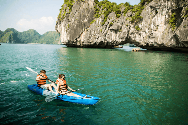 Romantic things in Halong Bay
