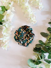 Load image into Gallery viewer, MAY-MEADOW | SCRUNCHIE
