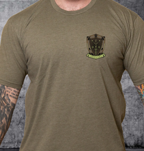 Load image into Gallery viewer, T-shirt Green Ops Knight with Pistol Olive
