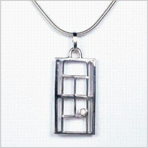 Tennis court pendant in sterling silver with diamond