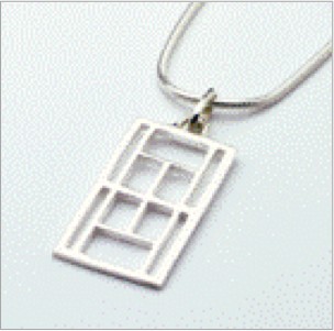 Large tennis court pendant in sterling silver