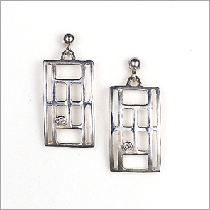 Tennis court earrings in sterling silver with diamond