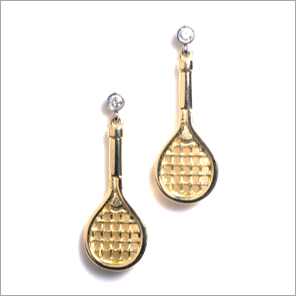 Tennis racquet earrings in 18ct gold