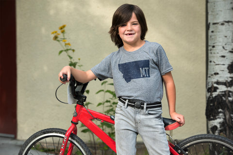 Boy with bike, wearing Jelt Junior belt in black and white stripe