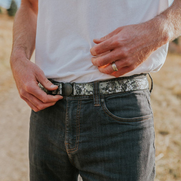 Man wearing Camo Jelt elastic belt with jeans and white t-shirt