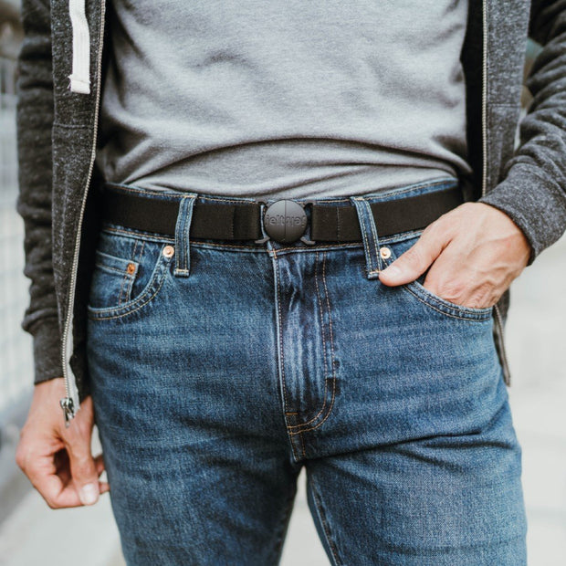 Man wearing Jelt Original elastic belt in Granite Black