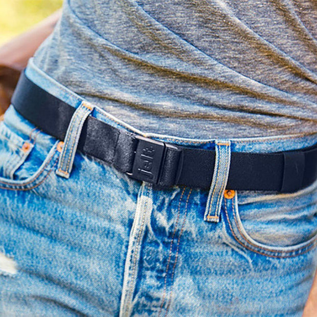 JeltX Adjustable belt in navy. Pictured with Levis and a grey t-shirt.