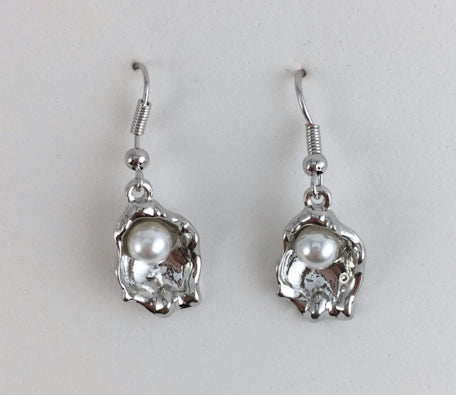 Song Lily - Oyster with Pearl Earrings