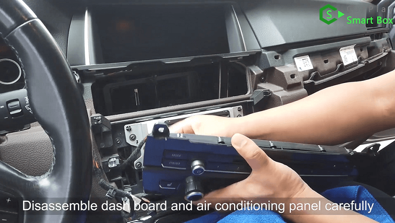 1.Disassemble dashboard and air conditioning panel carefully.