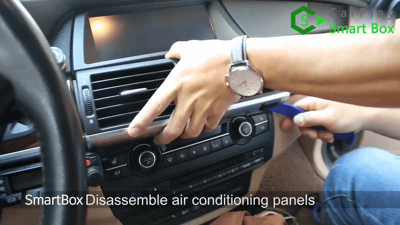1.Disassemble air conditioning panels.