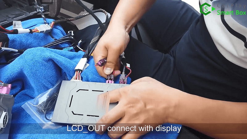 10.LCD_OUT connect with display.