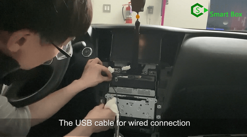 18.The USB cable for for wired connection.