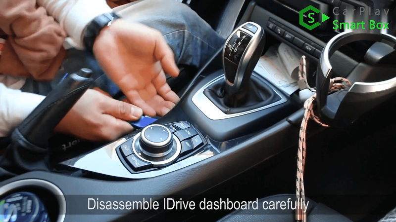 2.Disassemble iDrive dashboard carefully.