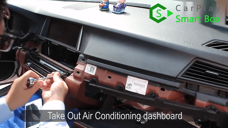 2.Take out air conditioning dashboard.