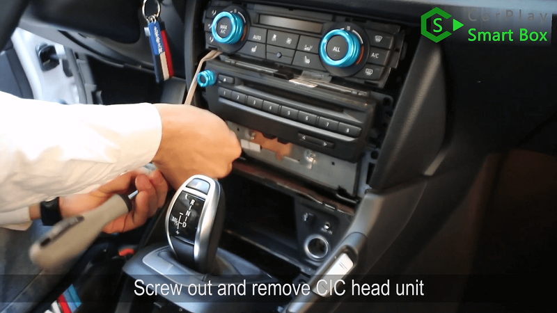 3.Screw out and remove CIC head unit.