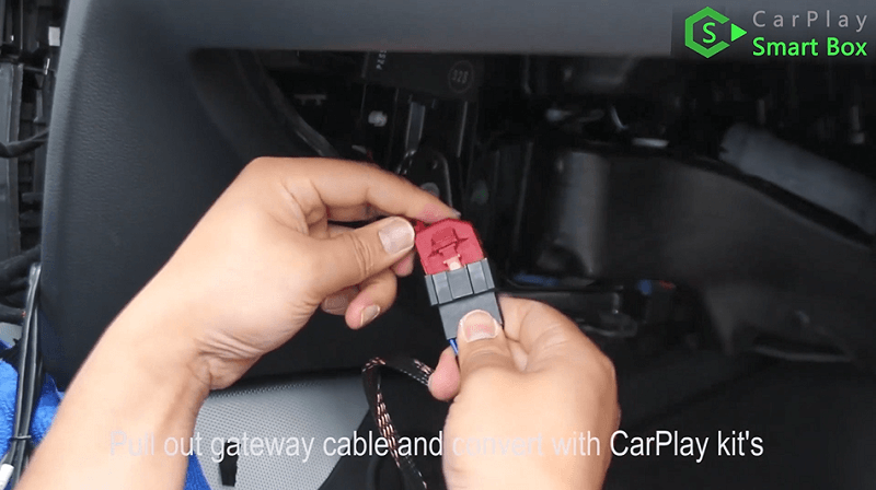 7.Pull out gateway cable and convert with CarPlay kit's.