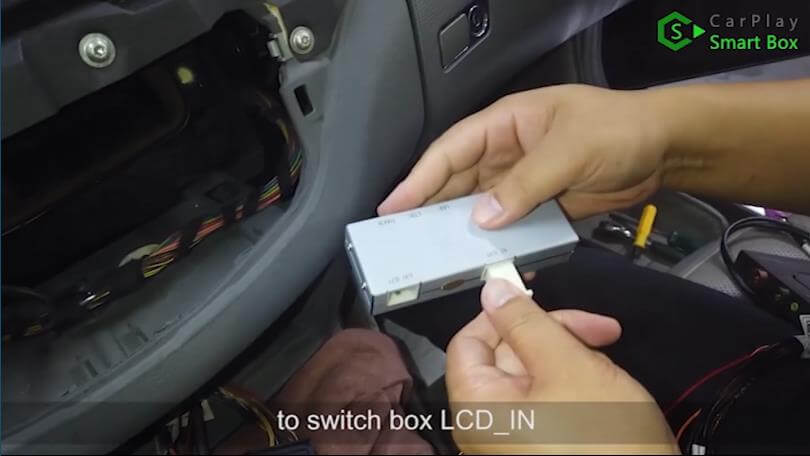 8. To switch box LCD_IN - Step by Step Wireless Apple CarPlay Installation for Mercedes S class W221 - CarPlay Smart Box