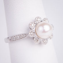 Load image into Gallery viewer, 14kt White Gold Pearl and Diamond Ring
