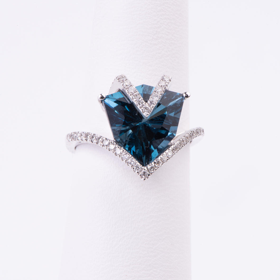 14kt White Gold Blue Topaz Ring