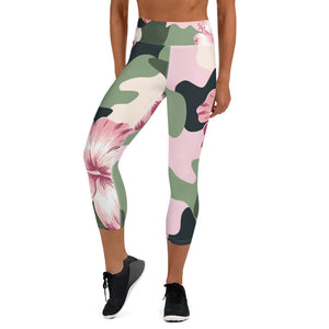 Oversized Flower Power Camouflage Capri Leggings