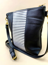 Load image into Gallery viewer, B&W Striped Stripe Purse