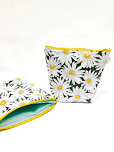 Load image into Gallery viewer, Daisy Vinyl Standup Pouch