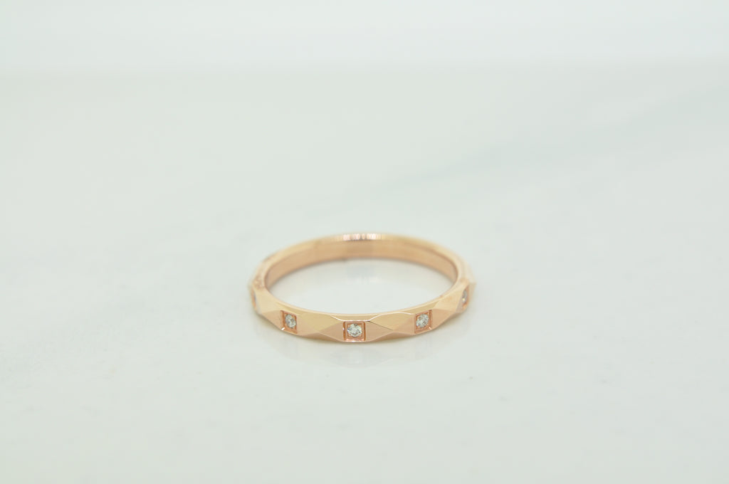 Pyramid diamond band in rose gold